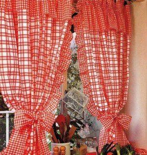 Кухонные занавески с воланами на петлях