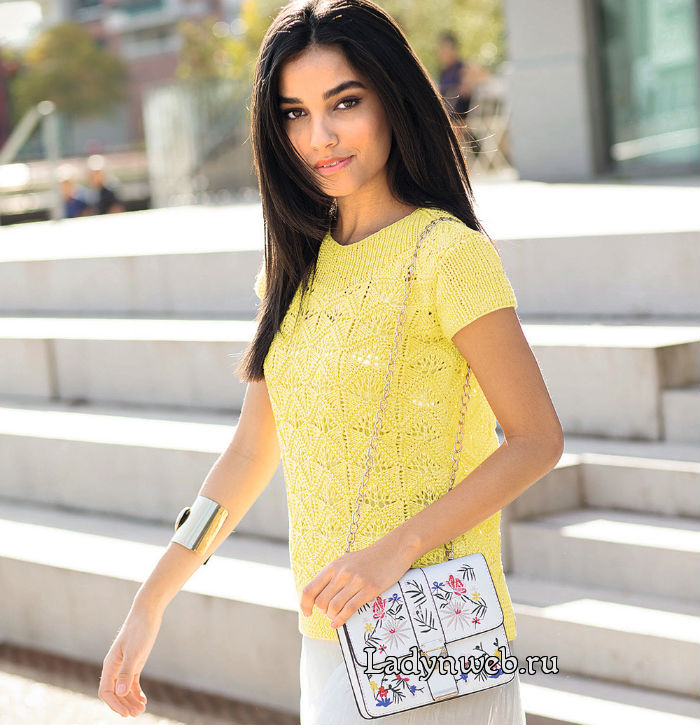 Желтый джемпер с короткими рукавами спицами