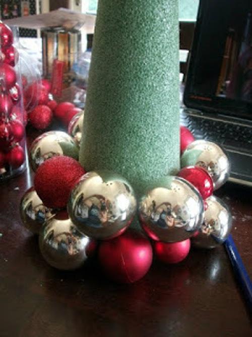 Елка из новогодних шаров своими руками мастер класс